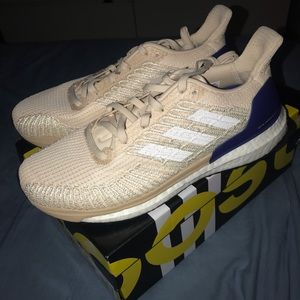 Woman's Adidas Solar Boost ST 19 SIZE 8